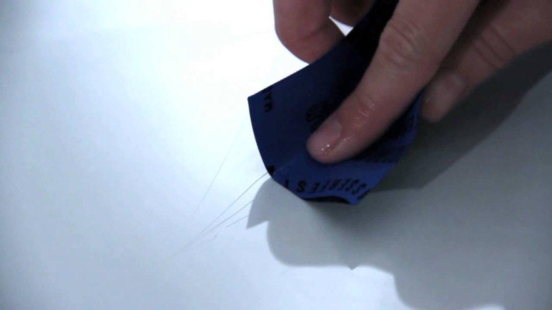 Царапины на акриле. Иллюстрация к инструкции по восстановлению акриловой поверхности ванны или раковины после появления царапин, с помощью ремонтного комплекта от Cramer