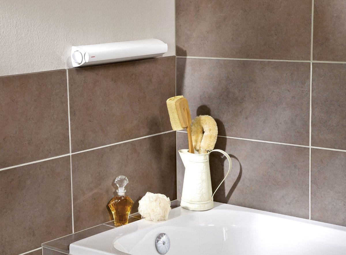 Иллюстрация крепления на стене ванной комнаты компактной сушилки для белья от Leifheit