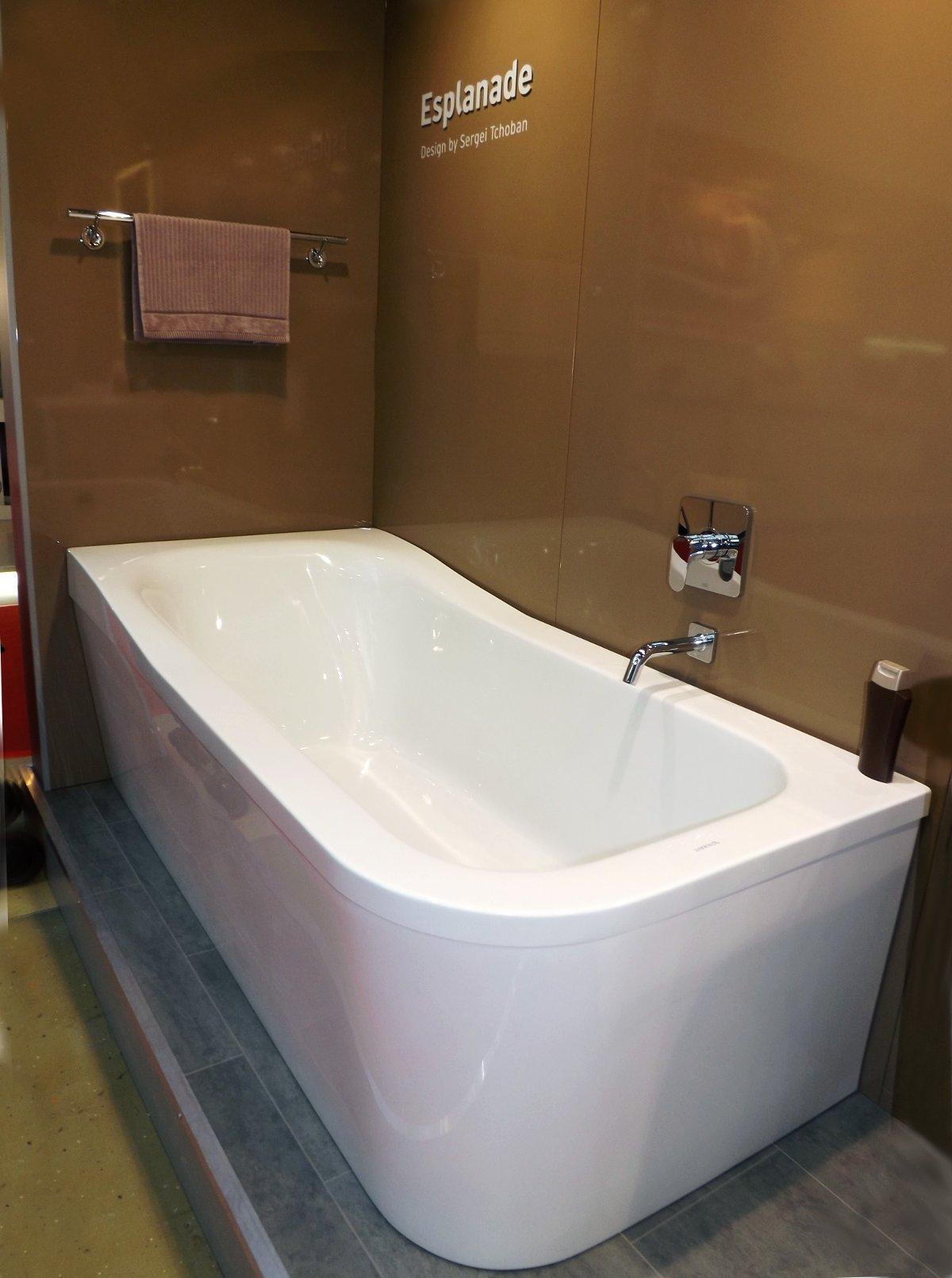 Пристенная ванна из коллекции ESPLANADE от Duravit на выставке MosBuild 2014