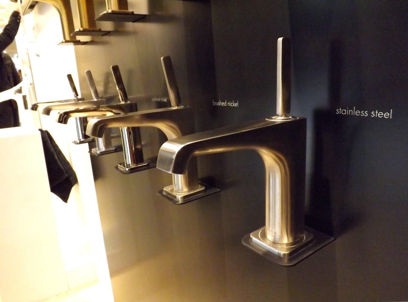 Модные тренды сантехники и аксессуаров для ванной 2016: смесители с декоративными отделками на экспозиции от AXOR (Hansgrohe) во время выставки MosBuild