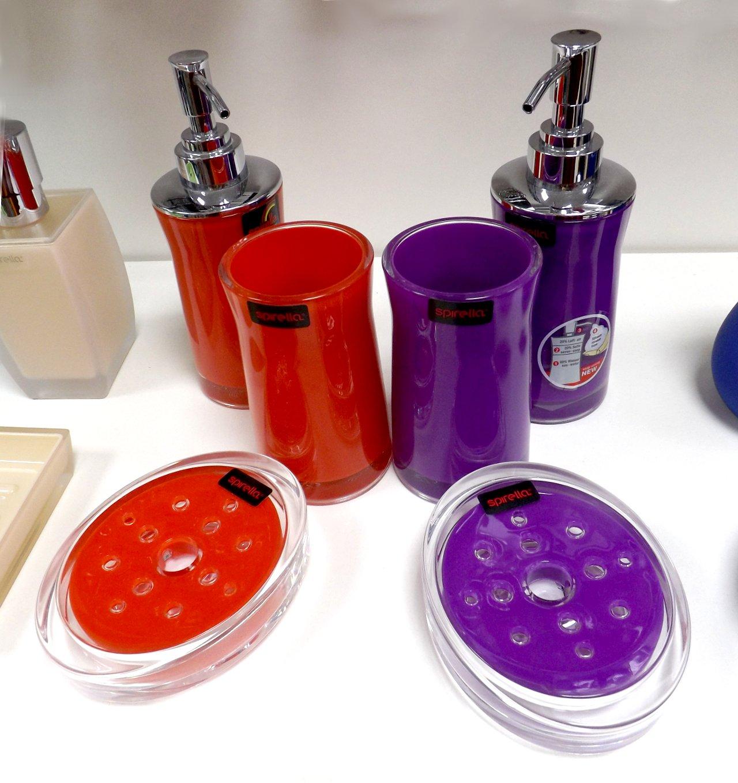 Аксессуары швейцарской фирмы Spirella из ассортимента 2015 года: дозаторы для мыла, мыльницы и стаканы для щёток