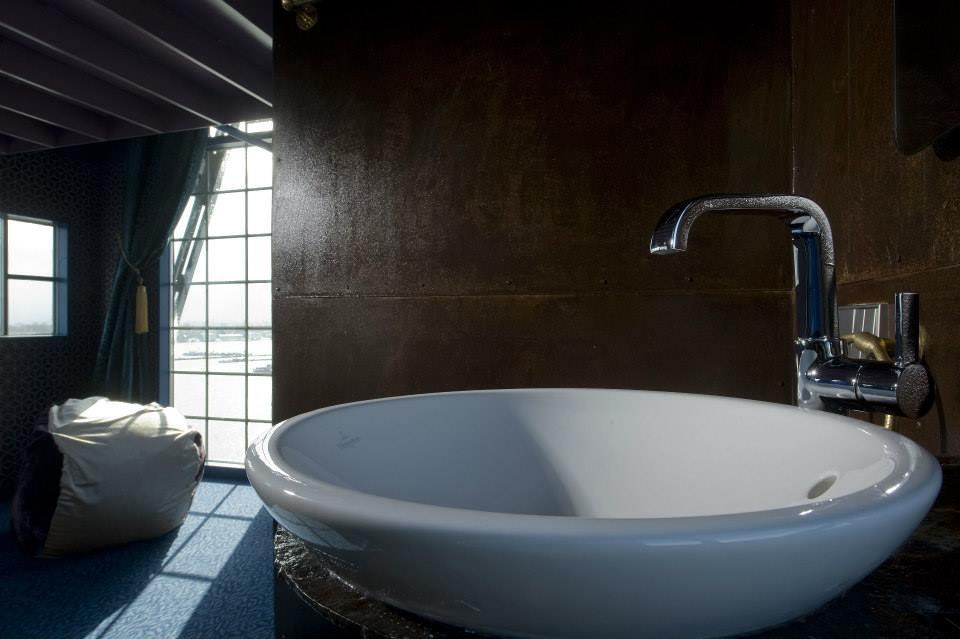 Сантехника Grohe в гостинице Faralda NDSM Crane Hotel. Вид В