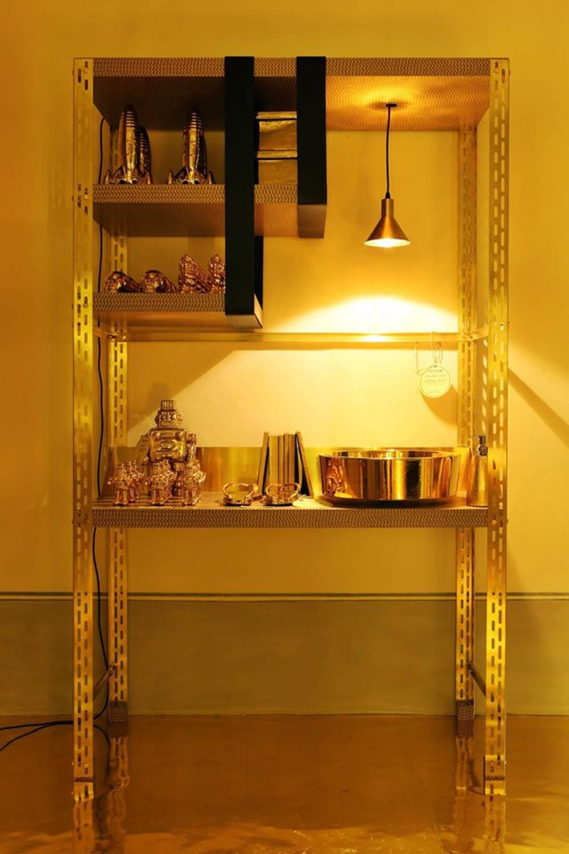 Раковина от Laufen в золотом оформлении