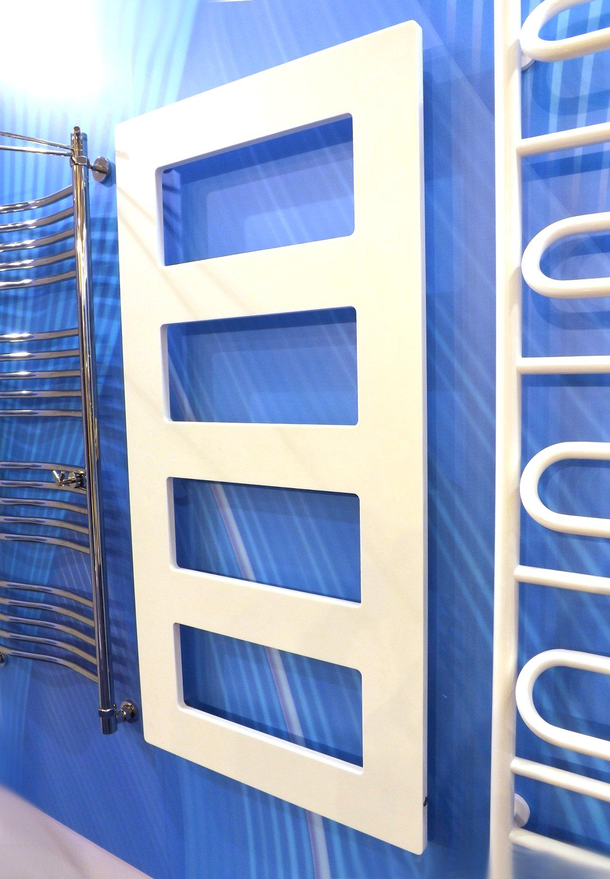 Модные тренды сантехники и аксессуаров для ванной 2016: полотенцесушители на экспозиции от Сунержа во время выставки MosBuild