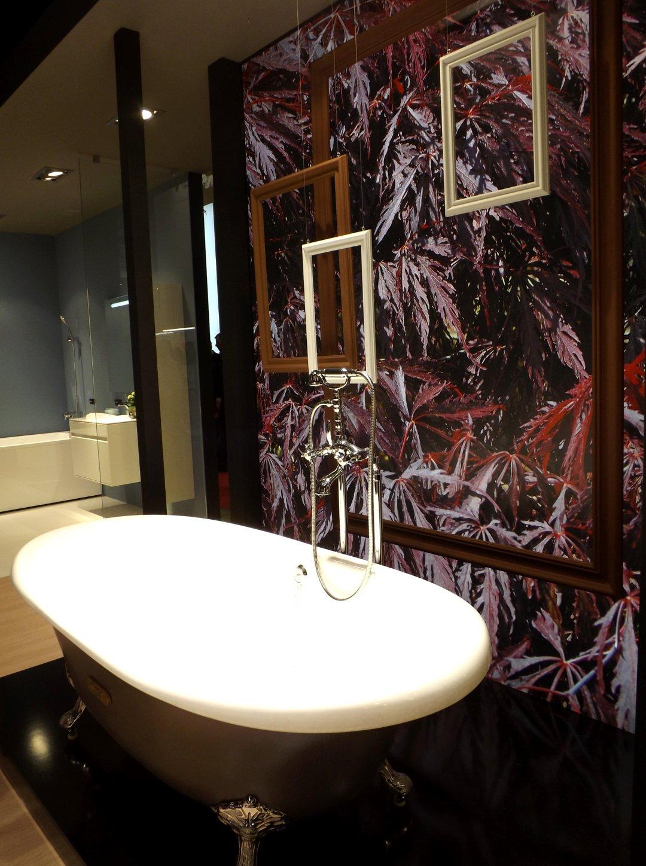 Отдельно стоящая чугунная ванна от Roca, представленная на выставке MosBuild 2017 в Москве