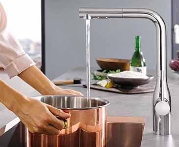 Кухонный смеситель с системой управления EasyTouch от Grohe в интерьере