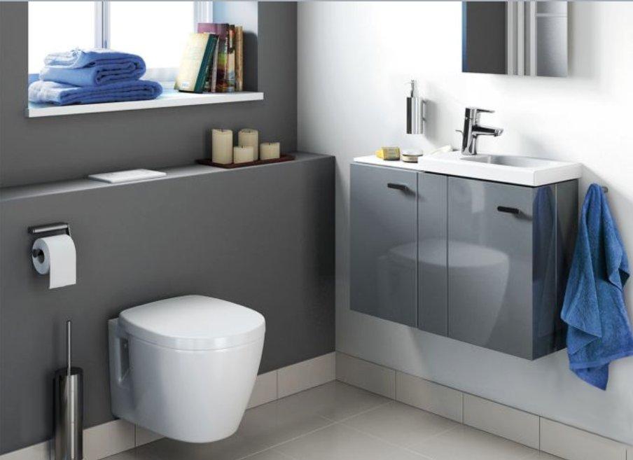 Как маленькие ванные комнаты могут выглядеть большими. Глянцевые поверхности раздвигают