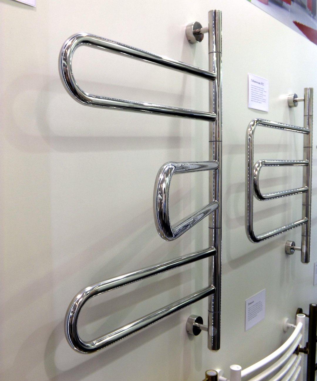Поворотные электрические полотенцесушители «Парео» и «Компакт» (слева направо) от «Сунержа» на международной строительной выставке «МосБилд 2016»