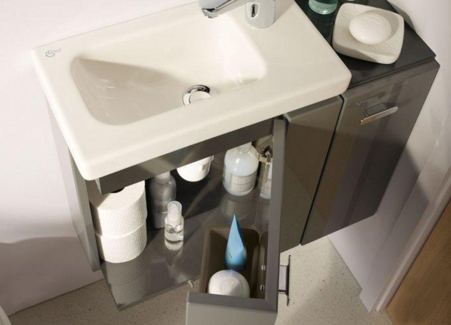 Как маленькие ванные комнаты могут выглядеть большими. Мебель можно объединять с санкерамикой