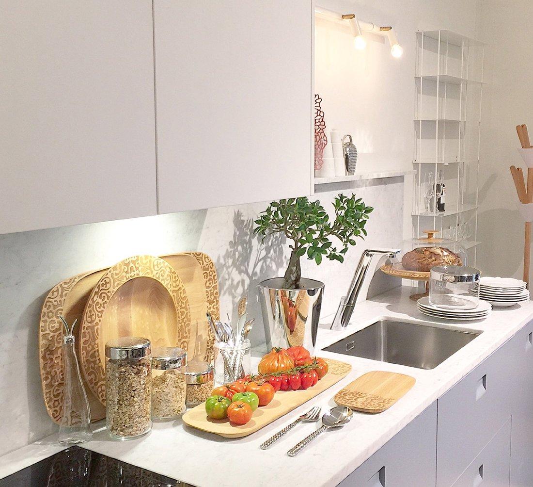 Кухонная версия смесителя Oras SENSE в интерьере