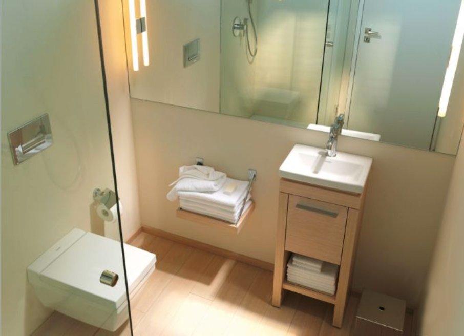 Как маленькие ванные комнаты могут выглядеть большими. Зеркала удваивают