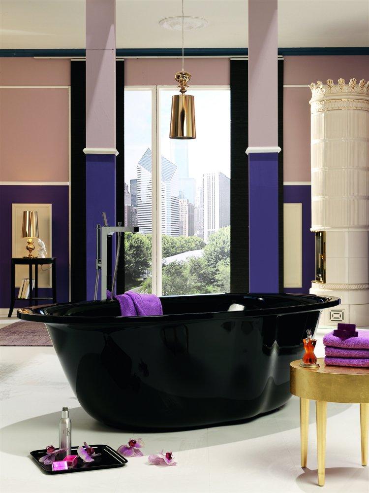 Чёрная стальная эмалированная ванна Kaldewei ELLIPSO в интерьере