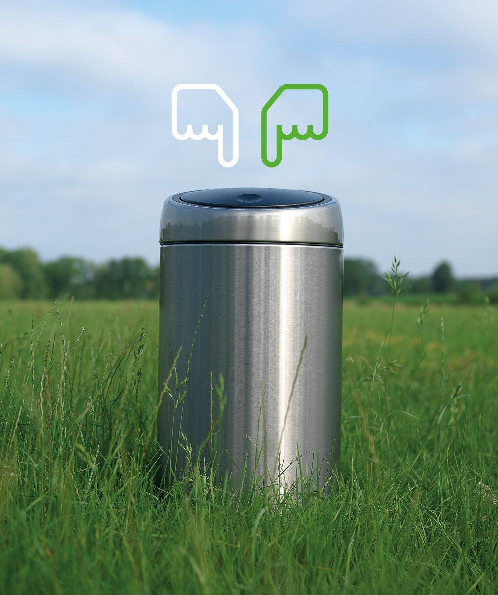 Мусорный бак от Brabantia, оборудованный двумя отделами для сортировки мусора