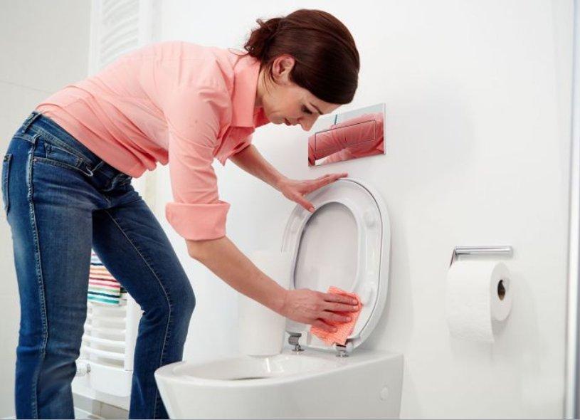 Иллюстрация к описанию процесса уборки ванной комнаты от Немецкой ассоциации производителей сантехники. Вид Г