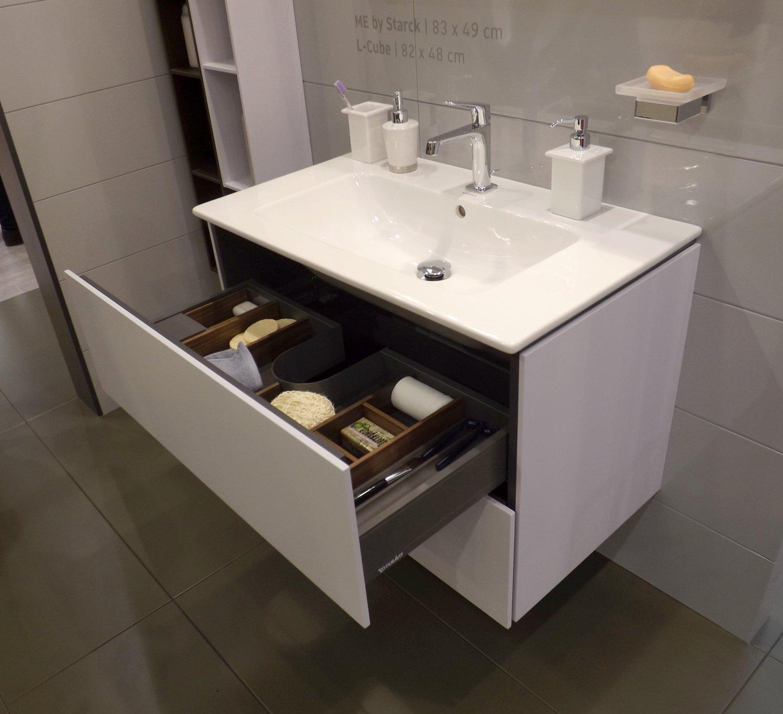 Мебель для ванной и зеркало L-Cube с раковиной ME by Starck от Duravit на выставке МосБилд 2015. Вид Б