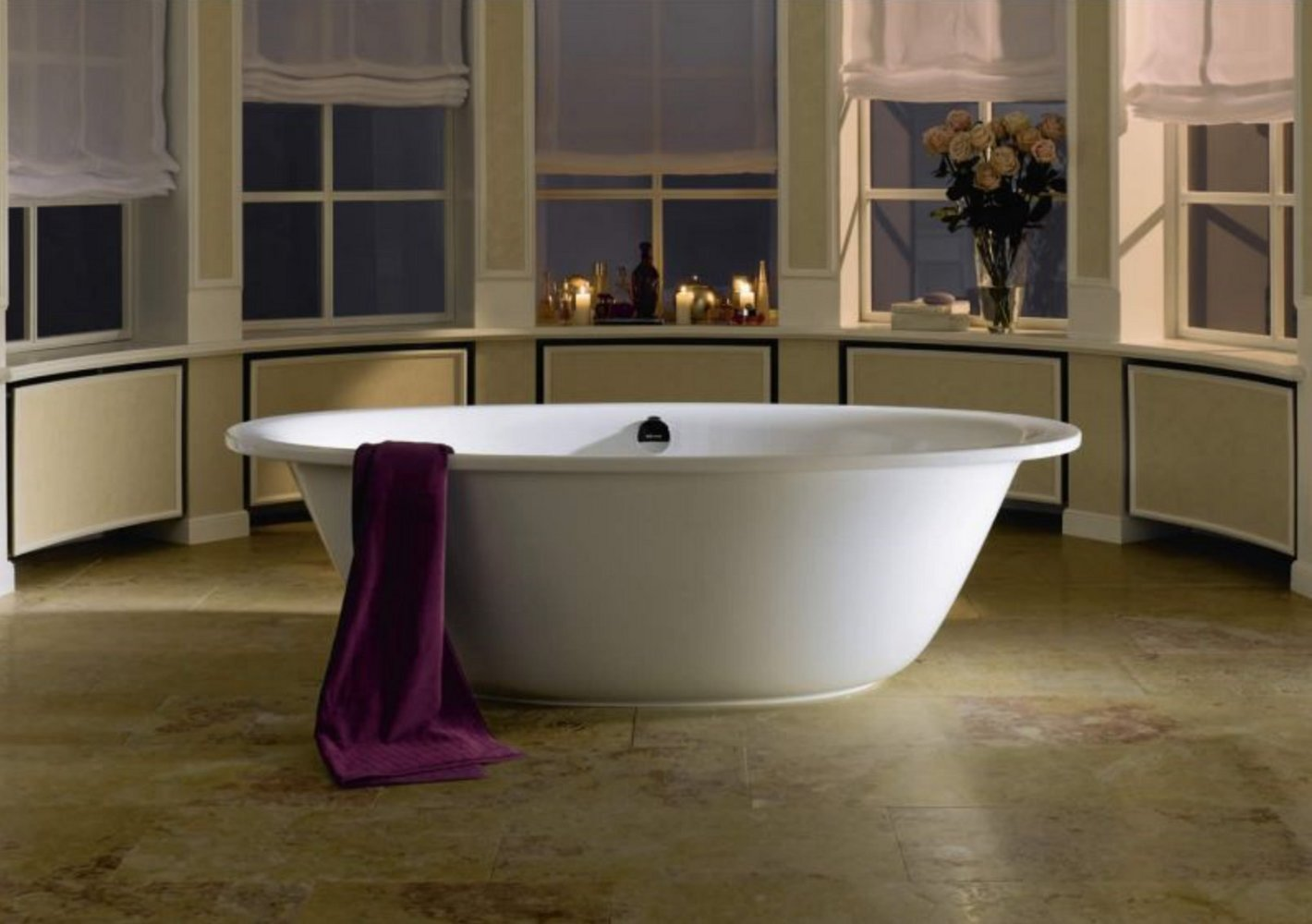 Белая стальная эмалированная ванна Kaldewei ELLIPSO в интерьере