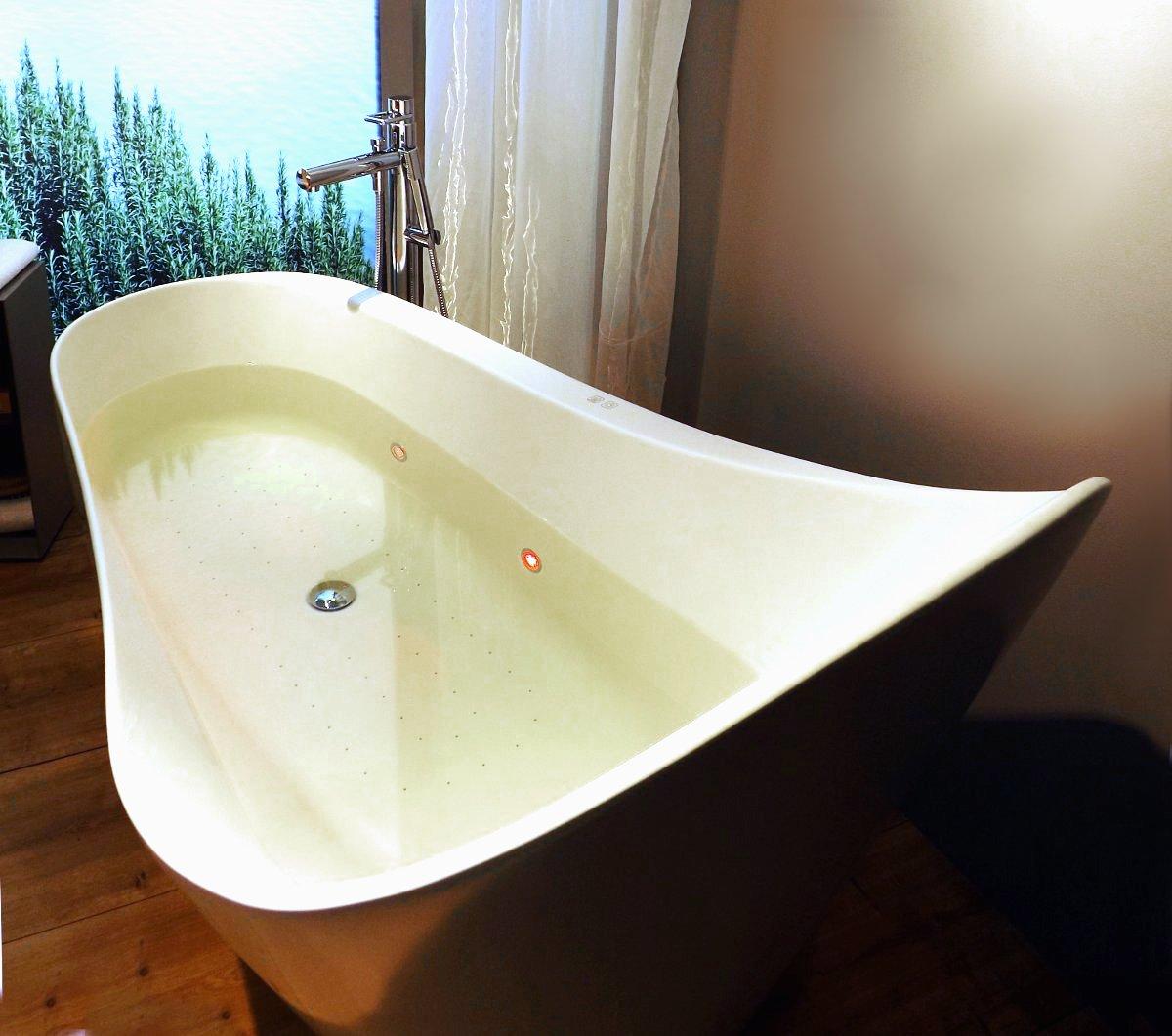 Отдельно стоящая ванна от Laufen на выставке MosBuild 2014