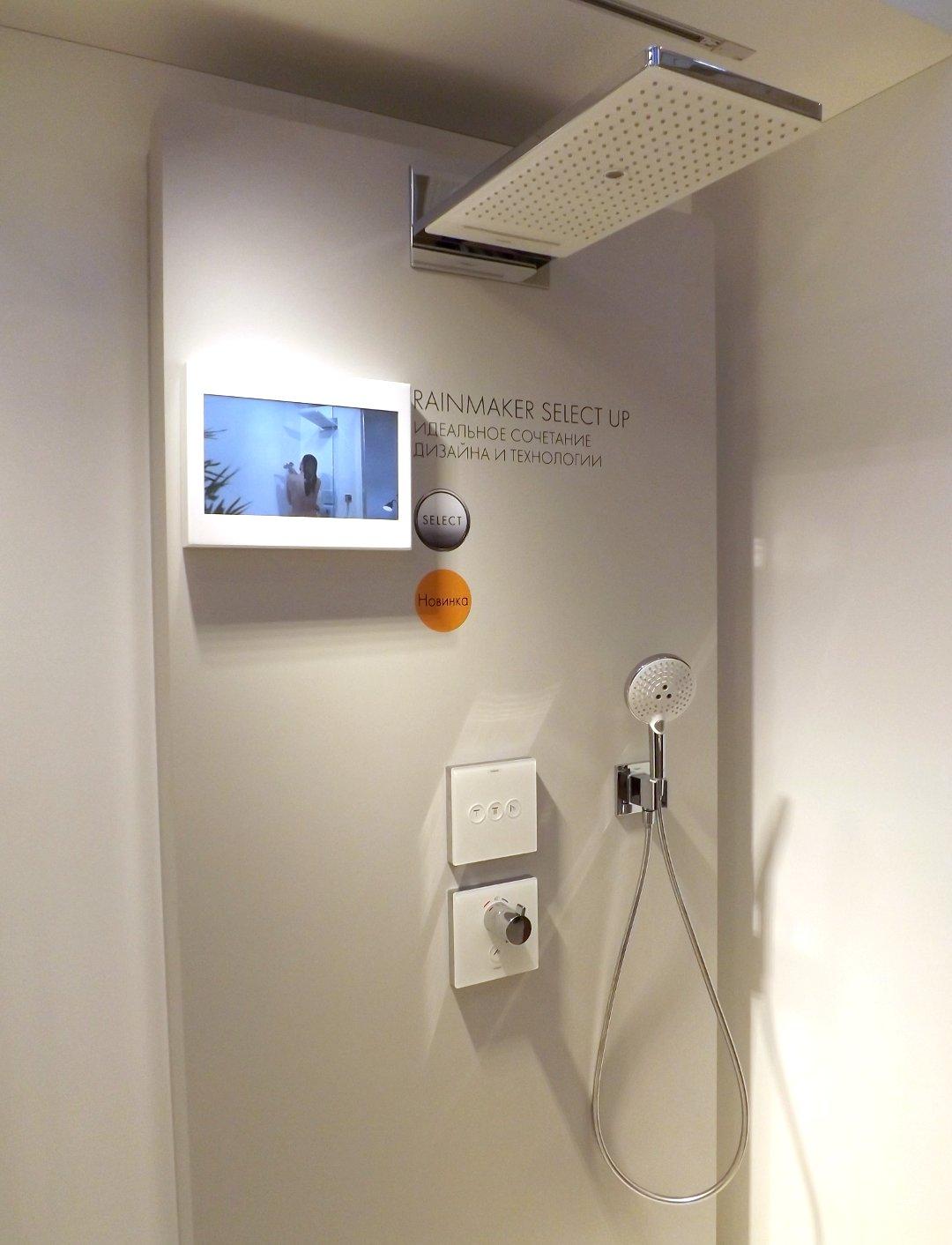 Современная душевая система от Hansgrohe со встроенным типом смесителя, представленная на одной из выставок MosBuild