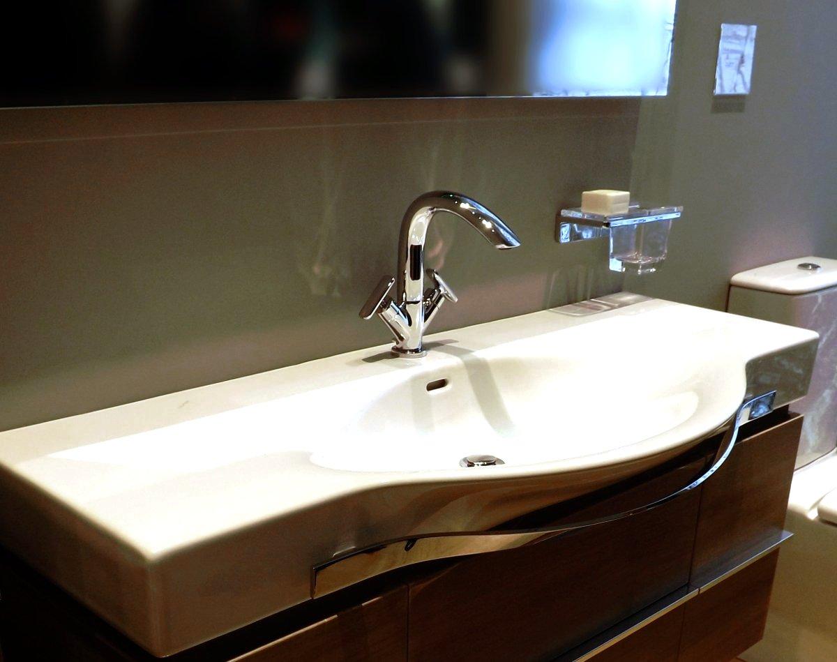 Cмеситель с открытым типом монтажа на раковине от Laufen на выставке MosBuild 2013