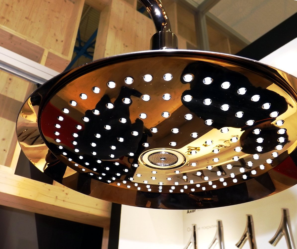 Верхняя душевая лейка Hansgrohe Axor ShowerPipe от Front на выставке MosBuild 2014