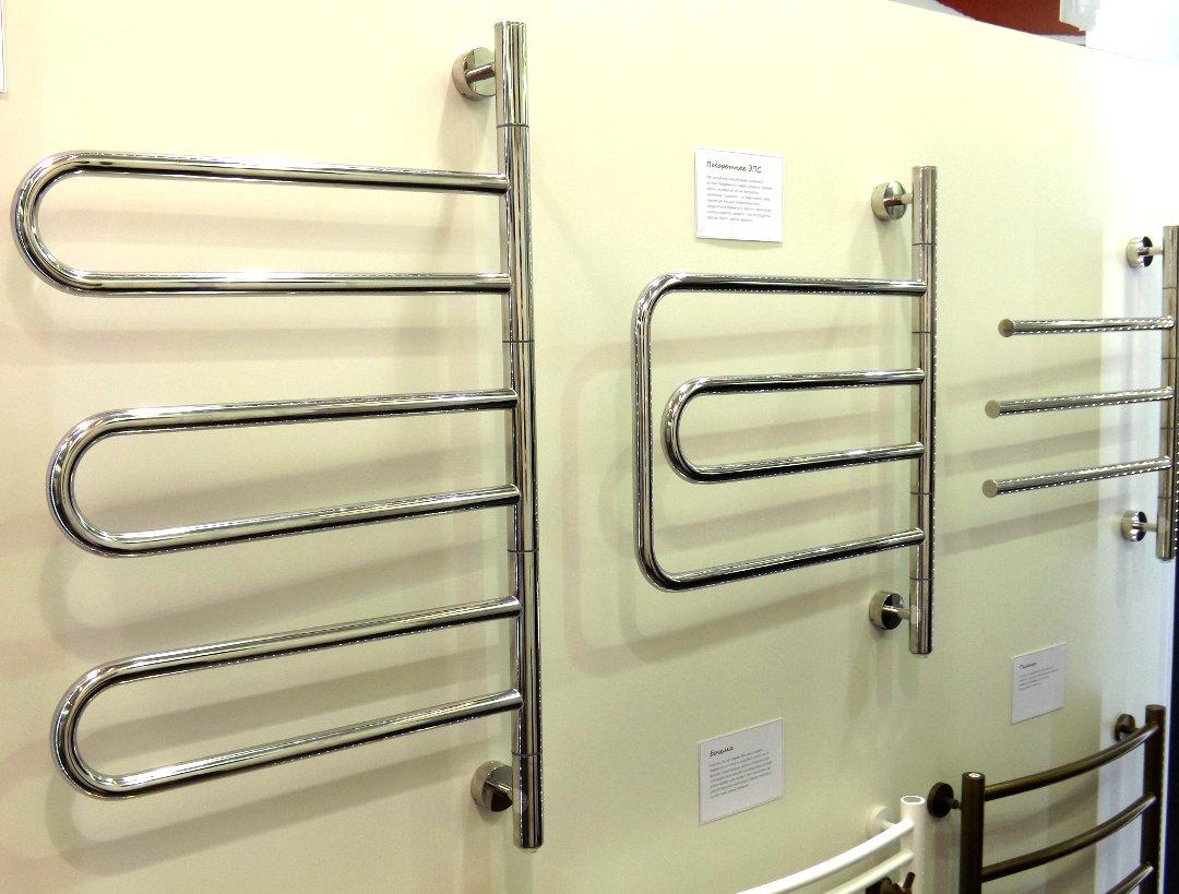 Поворотные электрические полотенцесушители «Парео», «Компакт» и «Триада» (слева направо) от «Сунержа» на международной строительной выставке «МосБилд 2016»