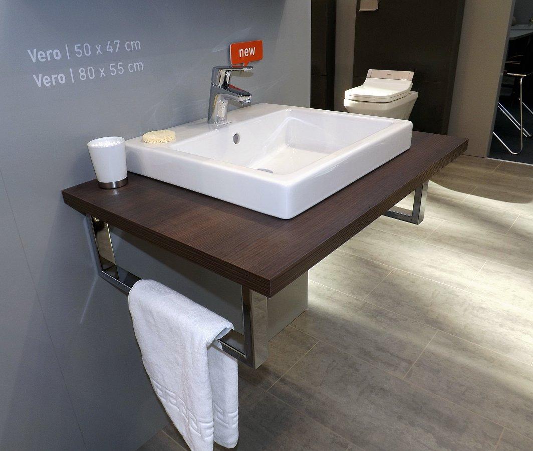 Мебель и санкерамика для ванной из коллекции Duravit VERO на выставке MosBuild 2014 - вид Л