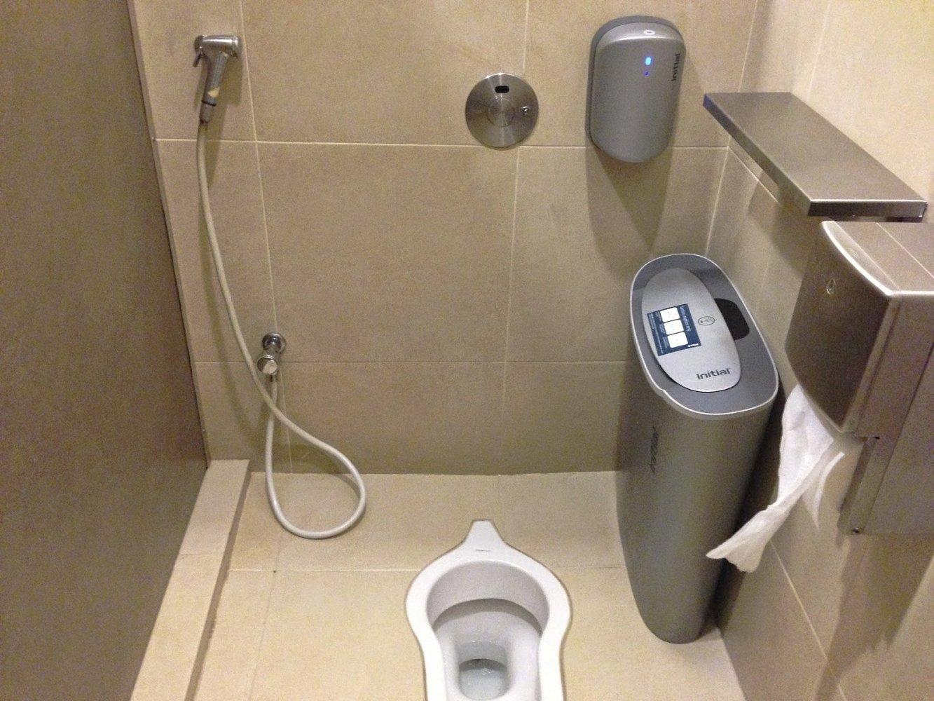 Общественный туалет в Сингапуре, оборудованный с учётом культурных традиций представителей исламской культуры