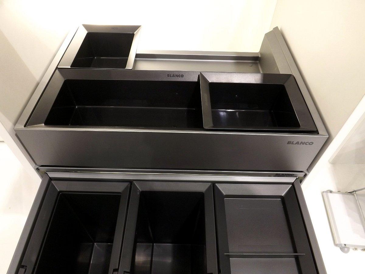 Система сортировки отходов и хранения Blanco SELECT 60/3 Orga на московской выставке МЕБЕЛЬ 2013. Вид Б