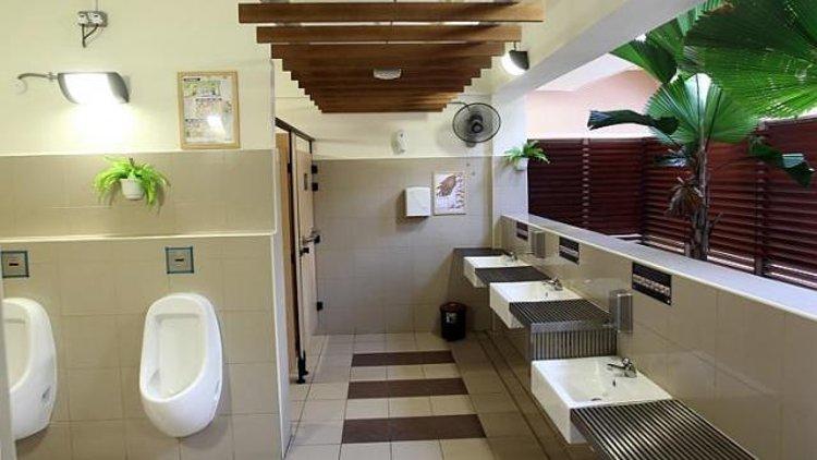 Один из образцовых общественных туалетов в Сингапуре