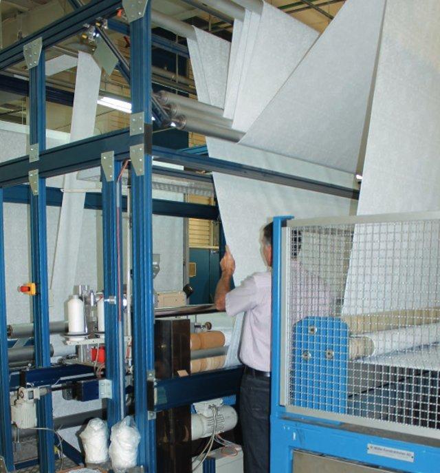 Иллюстрация к статье о производственных процессах по созданию аксессуаров для ванной от Spirella 2015-16 годов - фрагмент производственной линии по созданию текстильных штор для ванной