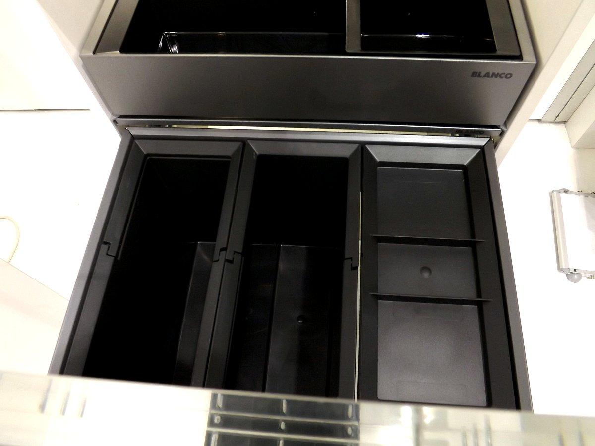 Система сортировки отходов и хранения Blanco SELECT 60/3 Orga на московской выставке МЕБЕЛЬ 2013. Вид А