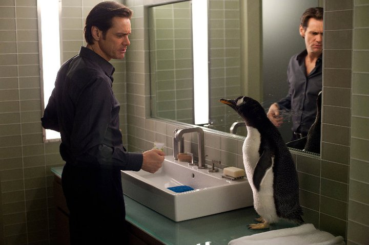 Кадр из трейлера фильма 'Пингвины мистера Поппера' с раковиной Duravit