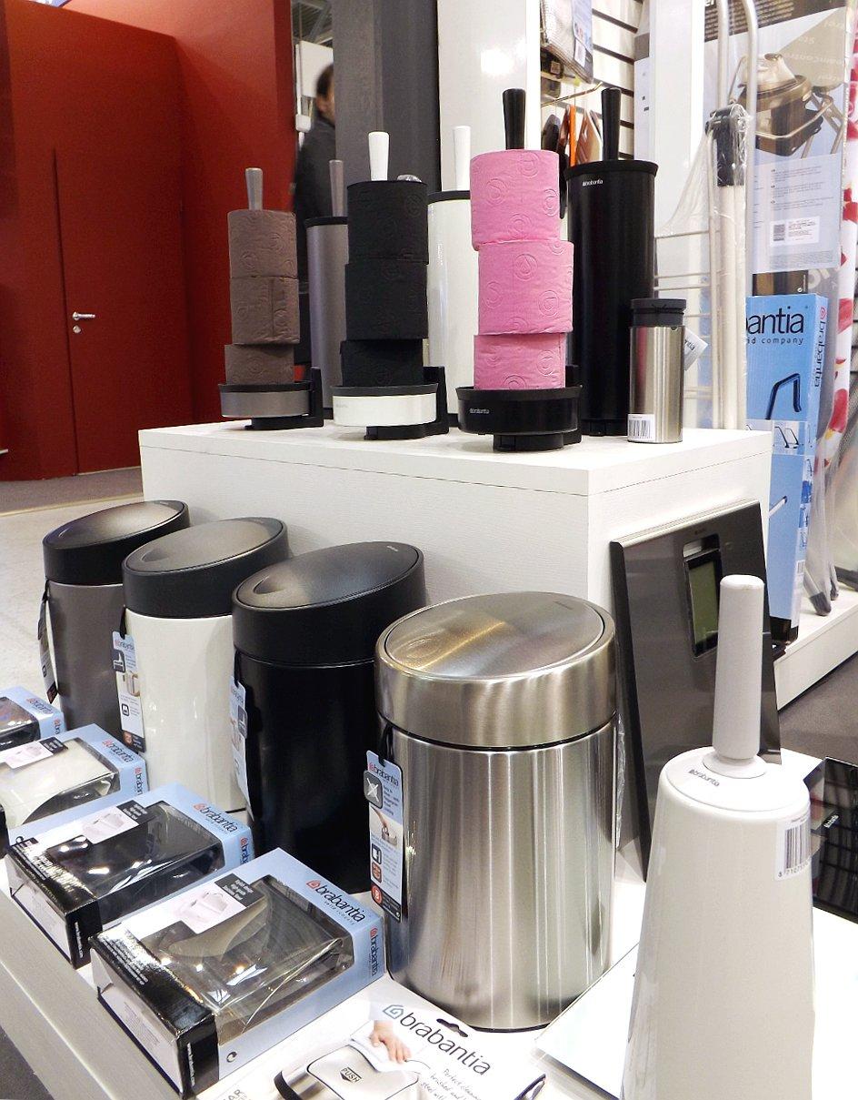 Мусорные контейнеры и другие аксессуары Brabantia для ванных комнат и туалетов на выставке HouseHoldExpo 2014