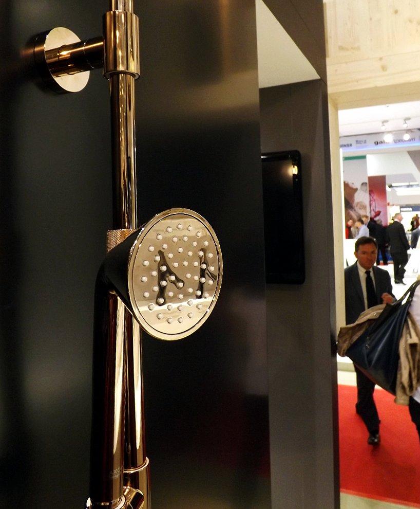 Ручная душевая лейка Hansgrohe Axor ShowerPipe от Front на выставке MosBuild 2014
