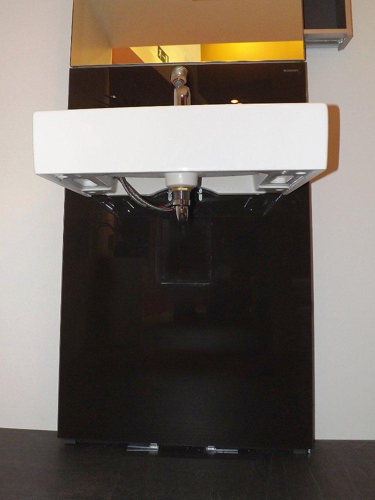 Сантехнический модуль MONOLITH с умывальником на выставочном стенде Geberit во время выставки MosBuild 2014