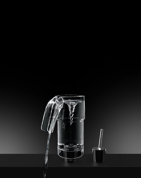 Смеситель Carafe, созданный на основе AXOR U-Base по проекту Леа Перьер и Клэр Пондард для AXOR WaterDream 2015