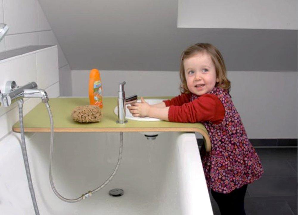 Мобильная столешница со смесителем, которая может служить умывальником для ребёнка