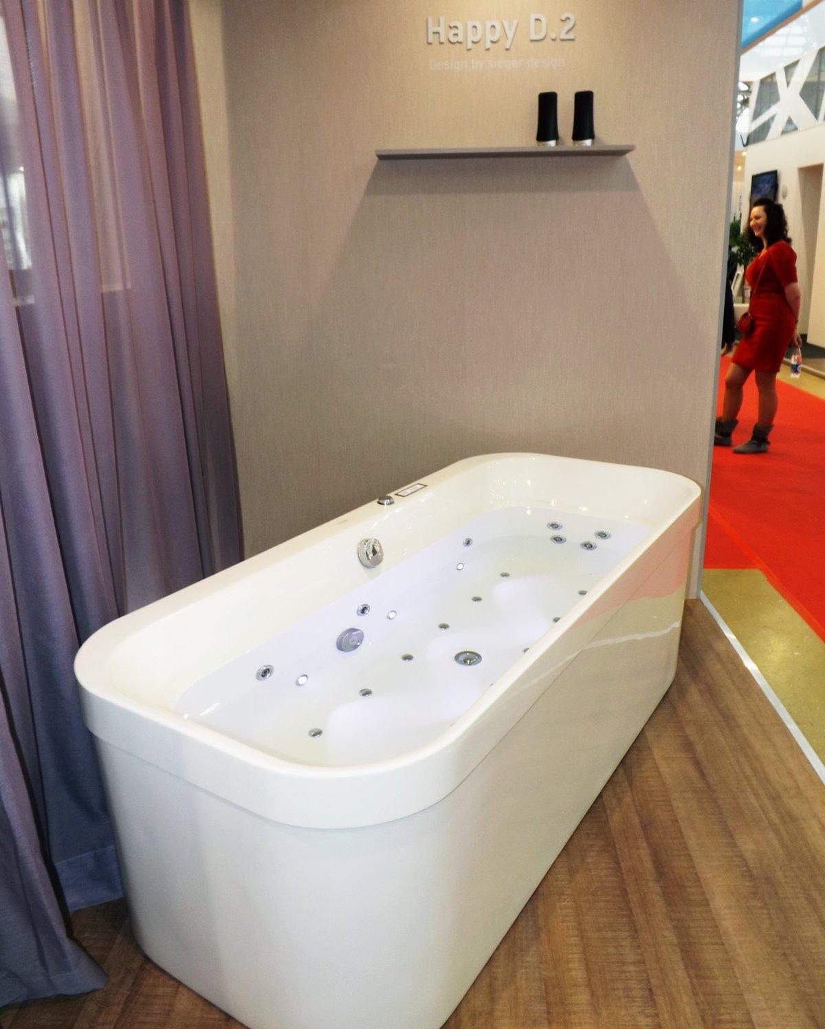 Отдельно стоящая ванна c фартуком от Duravit на выставке MosBuild 2014