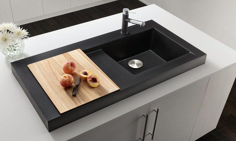 Кухонная мойка из коллекции MODEX 2012 года в цветовом исполнении из гаммы SILGRANIT с соответствующим по стилю смесителем Blanco. Вид К