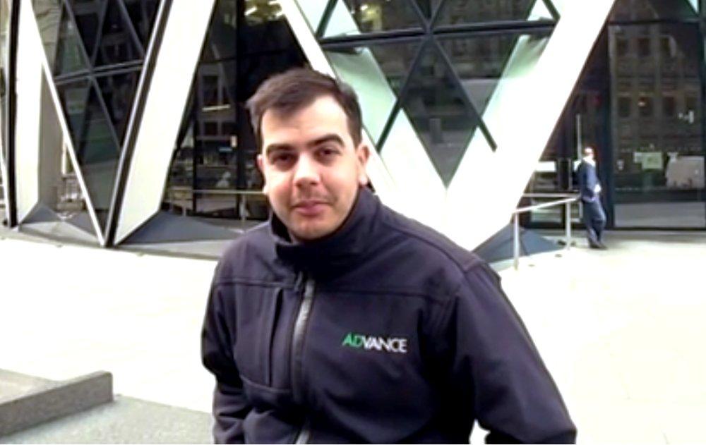 Иллюстрация к интервью с мойщиком поверхности 40-этажного здания в Лондоне. Росс Дэй
