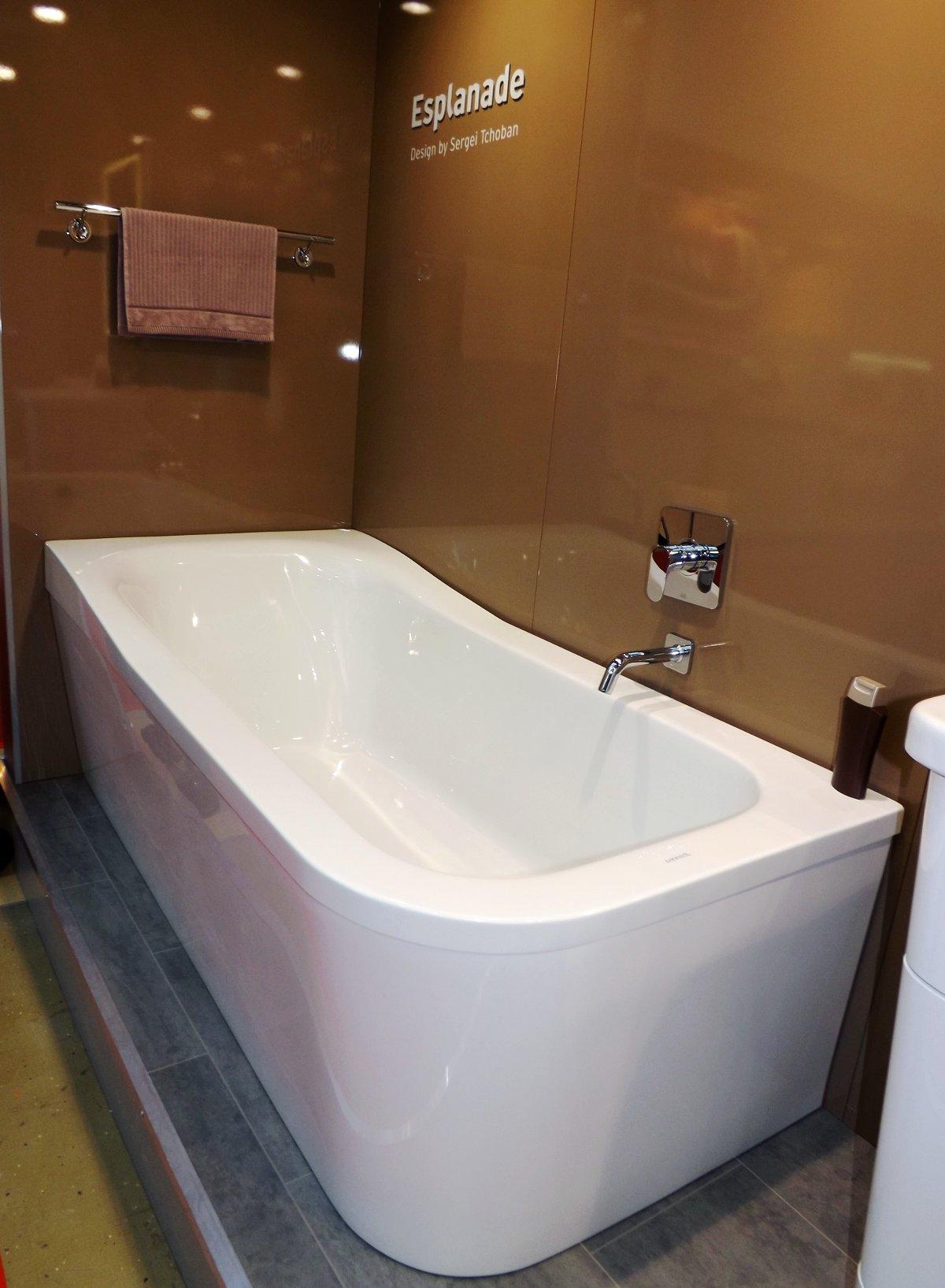 Cмеситель со скрытым типом монтажа над ванной из коллекции ESPLANADE от Duravit на выставке MosBuild 2013