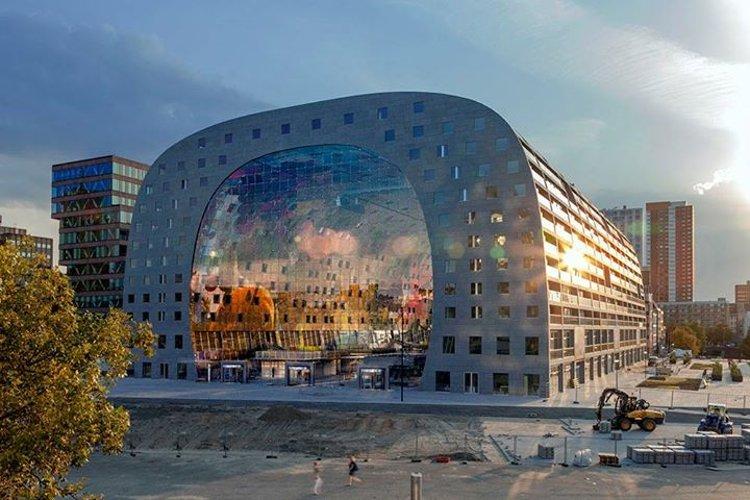 Первый крытый продовольственный рынок Нидерландов Markthal Rotterdam. Вид А