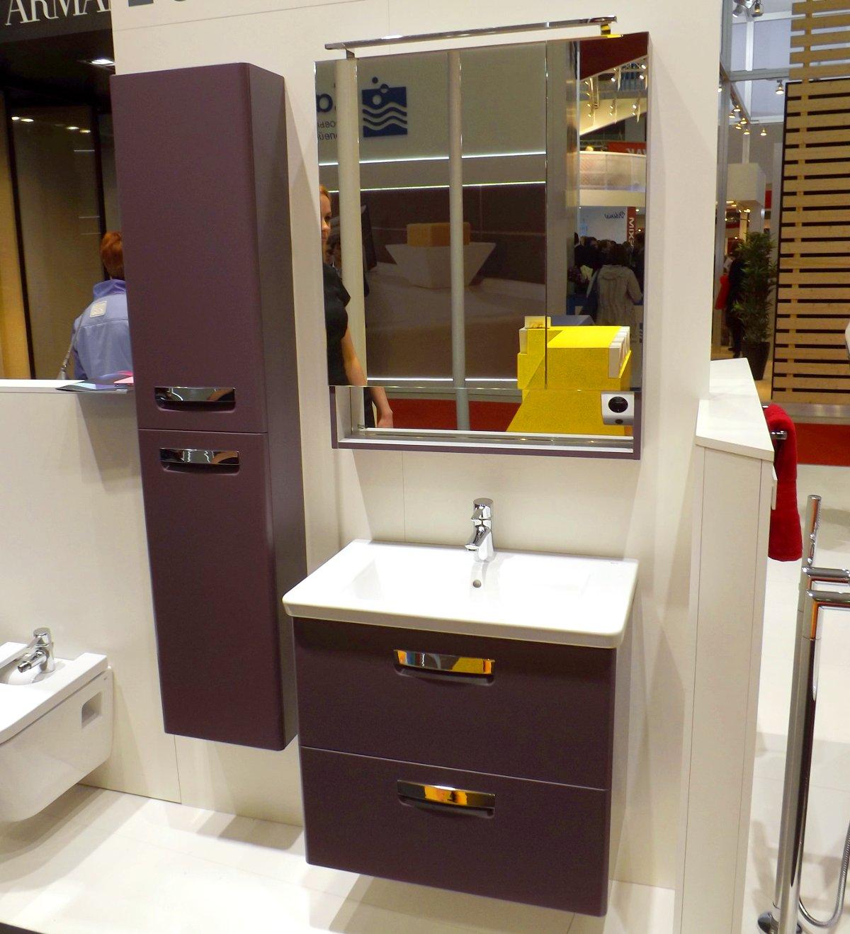 Демонстрация комплектов мебели и сантехники для ванной из коллекции Roca GAP на выставке МосБилд-2013