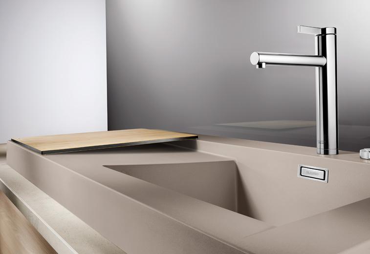 Кухонная мойка из коллекции MODEX 2012 года в цветовом исполнении из гаммы SILGRANIT с соответствующим по стилю смесителем Blanco. Вид Б