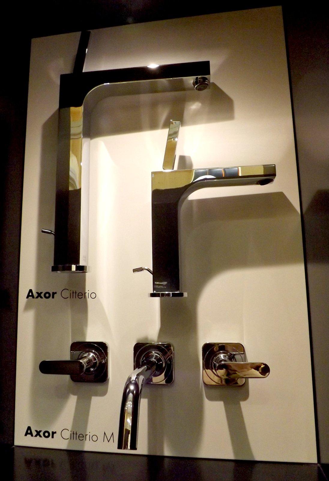 Модные тренды сантехники и аксессуаров для ванной 2016: смесители на экспозиции от AXOR (Hansgrohe) во время выставки MosBuild