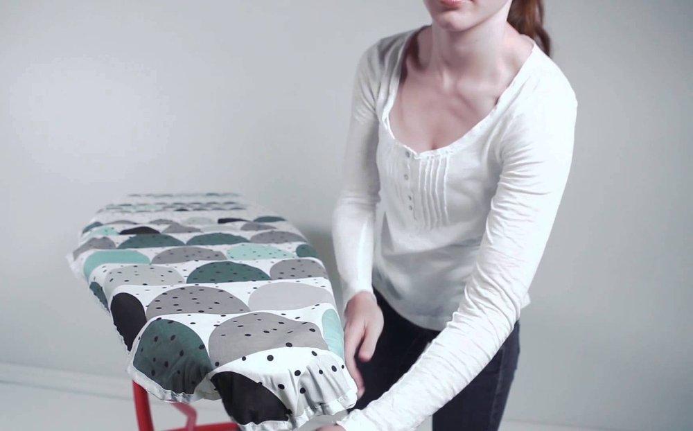 Процесс одевания чехла на гладильную доску от Brabantia