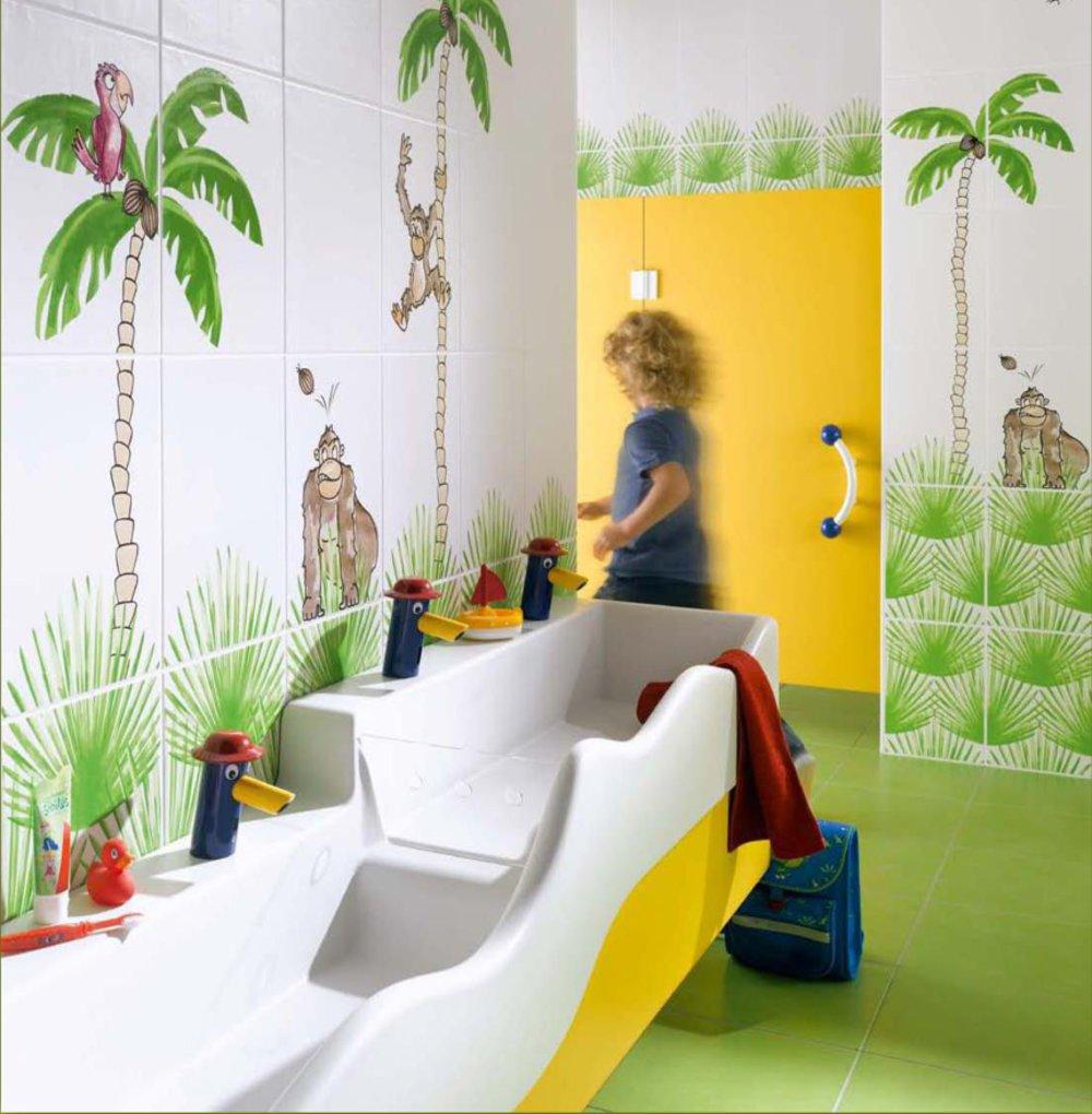 Детская санкерамика и смесители на рекламной иллюстрации производителя керамической плитки