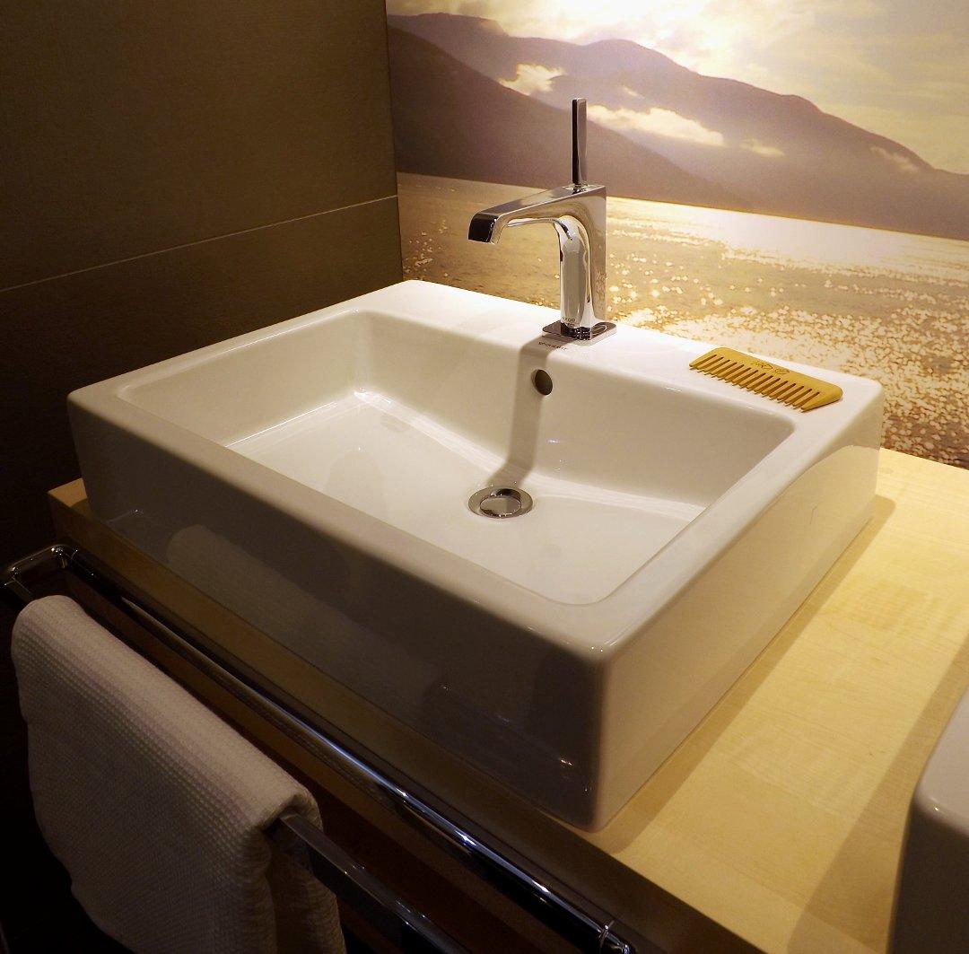 Однорычажный смеситель для раковины из ассортимента Hansgrohe, представленный на одной из выставок MosBuild