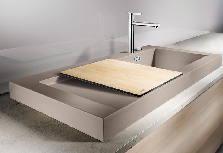 Кухонная мойка из коллекции MODEX 2012 года в цветовом исполнении из гаммы SILGRANIT с соответствующим по стилю смесителем Blanco. Вид А