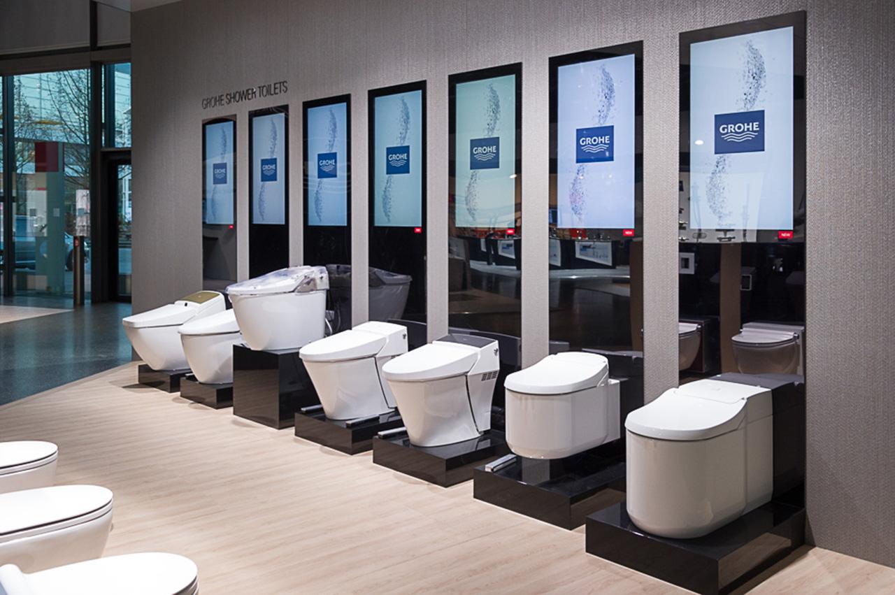 Унитазы со встроенными в сиденье биде от Grohe на выставке ISH 2015